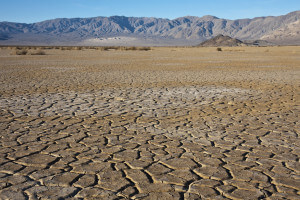 Dry earth ni Death Valley National Park, California.
