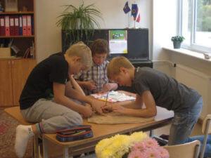 Maailmanädal Are koolis_5.klass kotte meisterdamas_2015